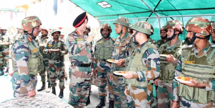 Northern Command Commander visits forward bases in Rajouri and Akhnoor sector in J&K