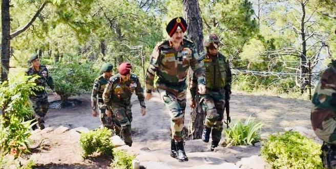 Northern Command Commander reviews Ops preparedness in Akhnoor and Reasi sector in J&K